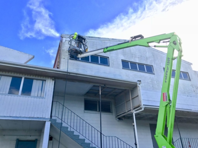 NZTS expert uses bucket truck during house washing