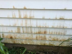 Dirty house exterior before cleaning service by